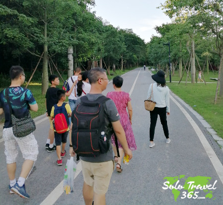 Is solo traveling safe - group travel
